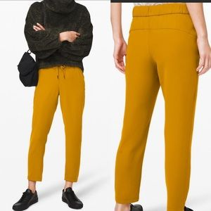 """Lululemon Athletica On the Fly pants 7/8 woven 25"""""""